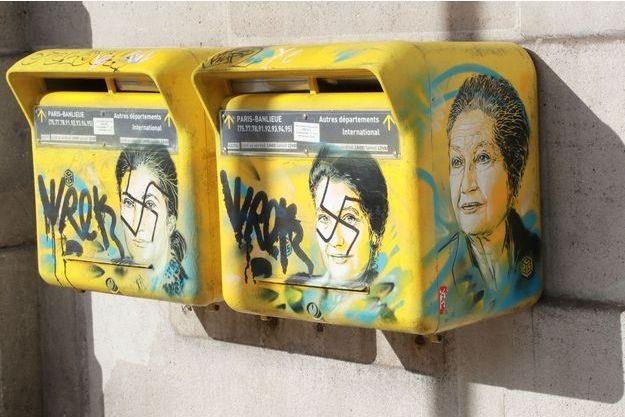 bref le graffiti de Simone Veil de C215 a été marqué de croix gammée, franchement de mieux en mieux la France