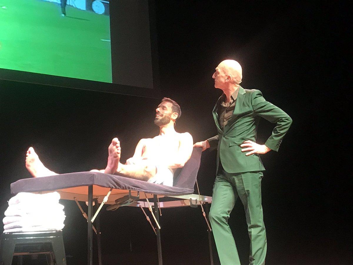 Ruud van Nistelrooij op de massagestoel bij Wilfried. Oude tijden herleven! #piekenenfalen
