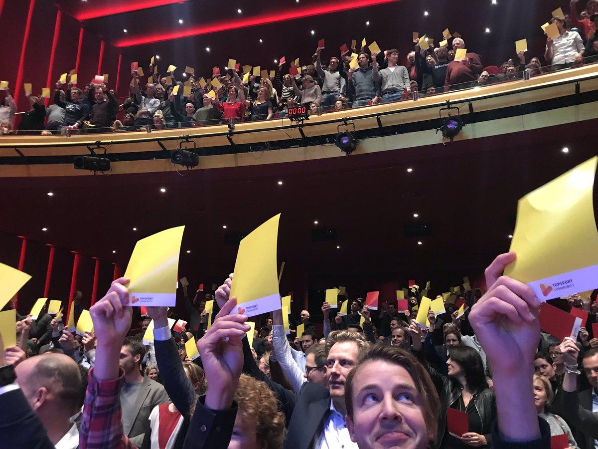 En natuurlijk als afsluiter een vernieuwde editie van petje op petje af! #piekenenfalen – at DeLaMar Theater