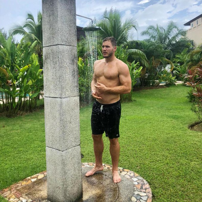 Bachelor 23 - Colton Underwood - Episode Feb 11th - *Sleuthing Spoilers* - Page 2 DzJzwtKX4AMYG9b