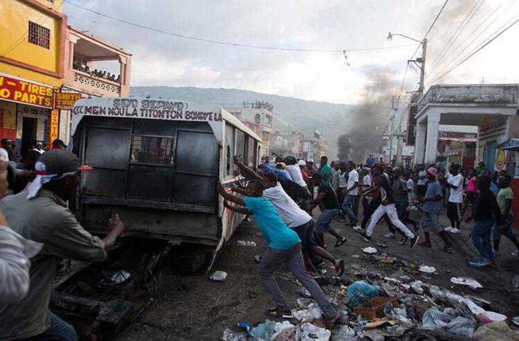 César Hidalgo's photo on #Haití
