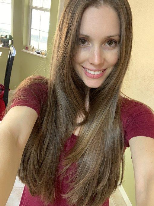 My new haircut!! Enjoy 😘 https://t.co/egEw72BLHr