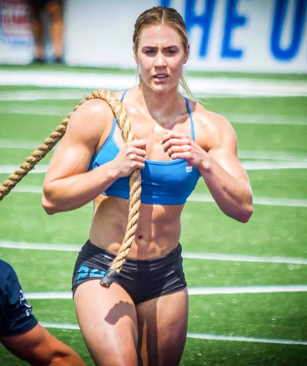 Don't focus on perfection. Focus on putting in effort, every single day. That's where transformation happens. That's when change occurs. Whatever your goals are, keep pushing for them. Keep trying. You're on your way 💪 💪  #crossfit #fitness #strongwomen #goals