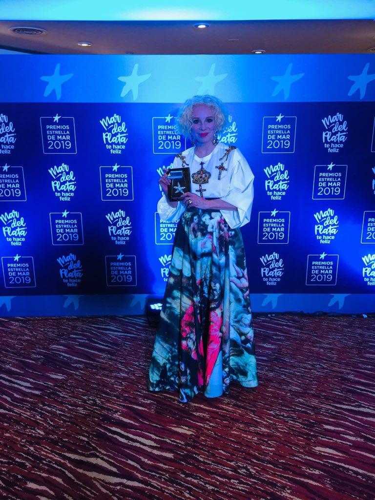 Famosos's photo on #PremiosEstrellaDeMar