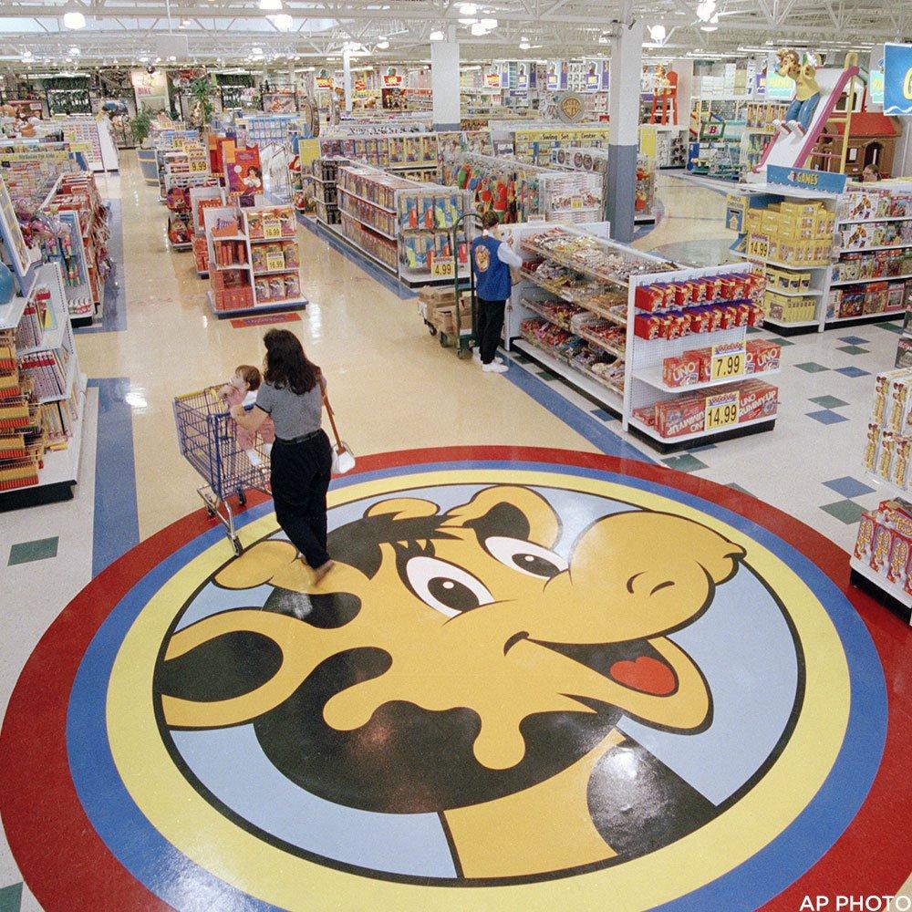 ABC7 Eyewitness News's photo on Toys R Us