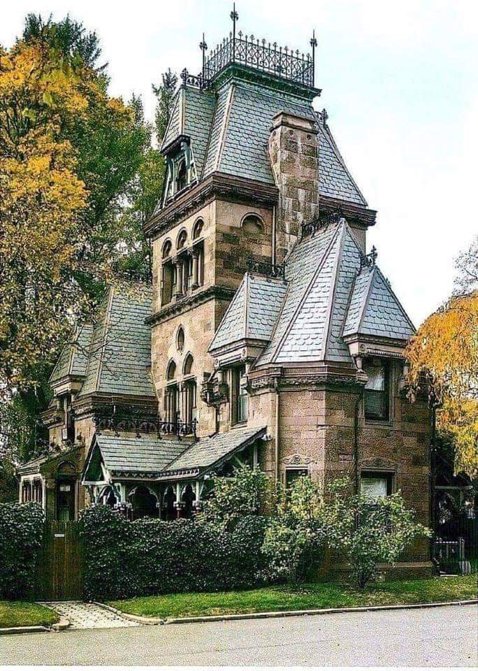 #Architecture Awesome of the Day: #Victorian Villa 🏠 Fort Hamilton Parkway, Greenwood Cemetery #Brooklyn #NY #USA 🇺🇸 via @HousesVictorian #SamaPlaces 🗺️