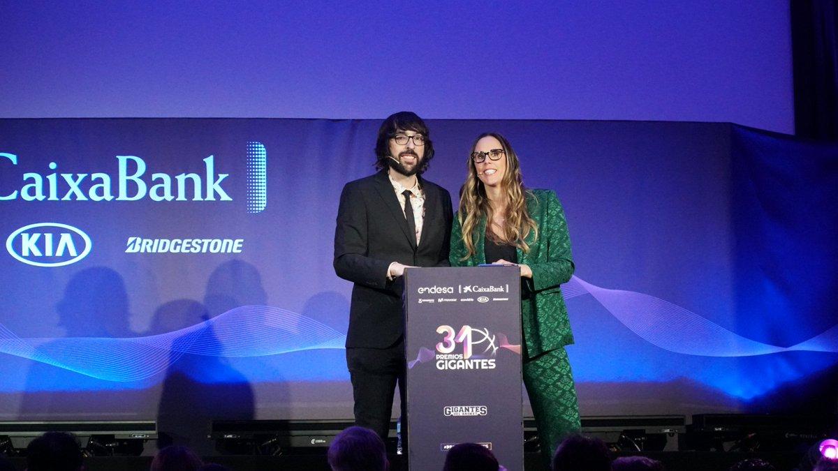 AIRCRISS's photo on #PremiosGigantes
