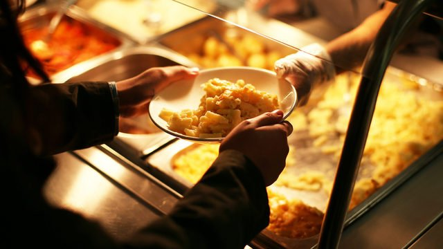 "A metro Atlanta school district is now serving DINNER so its after-school students ""don't go home hungry.""  https://t.co/gChxh1Ze1y"