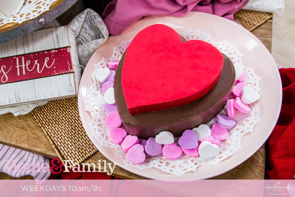 #CupcakeWars champions Catarah Coleman and Shoneji Robison (@dessertdivas) are making delicious Chocolate Sweetheart Cakes! Join us in the kitchen TOMORROW at 10am/9c on @hallmarkchannel.<br>http://pic.twitter.com/njw2vVLy9P