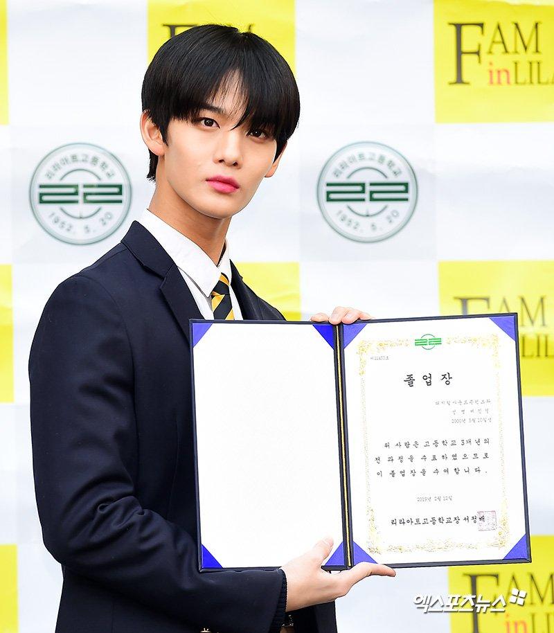 덕선이Ducksunny¹¹'s photo on 명예졸업식
