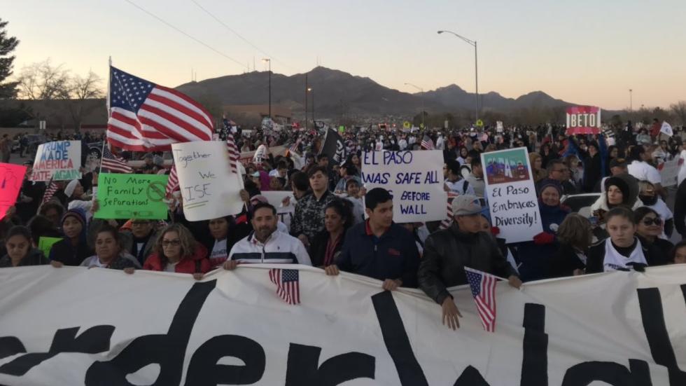 Beto O'Rourke joins massive crowd participating in anti-Trump march in El Paso https://t.co/DmPHJ4AycN https://t.co/YTiF6KBjtY