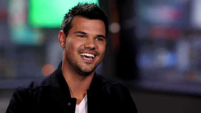 Happy Birthday Taylor Lautner   I love you