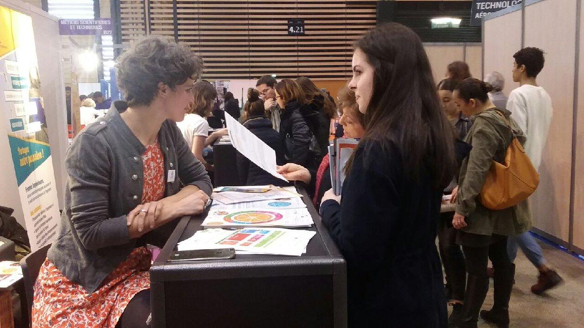 """Trois bénévoles de @f_inge se sont relayées aux côtés de celles d'@OPE_ITD lors de ce #MDM2019 sur le stand """"Métiers Scientifiques et Techniques"""", pour répondre aux (nombreuses) questions des jeunes filles et garçons, et témoigner de leur parcours #orientation #mixité #RoleModel https://t.co/vQrtSAXqrt"""