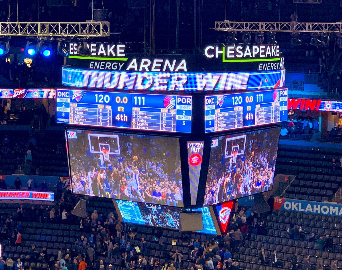 THUNDER WIN!!! WHAT A GAME⚡️ 今日もすごい試合を目撃したー! ラスの10試合連続トリプルダブルに、PGの47得点!に加えてPGもトリプルダブル!2人揃ってトリプルダブルはホント素晴らしい😤 それもブレイザーズ相手に。叫び過ぎて久々に喉痛い😅 #ThunderUp #OKCvsPOR #YokoAtArena