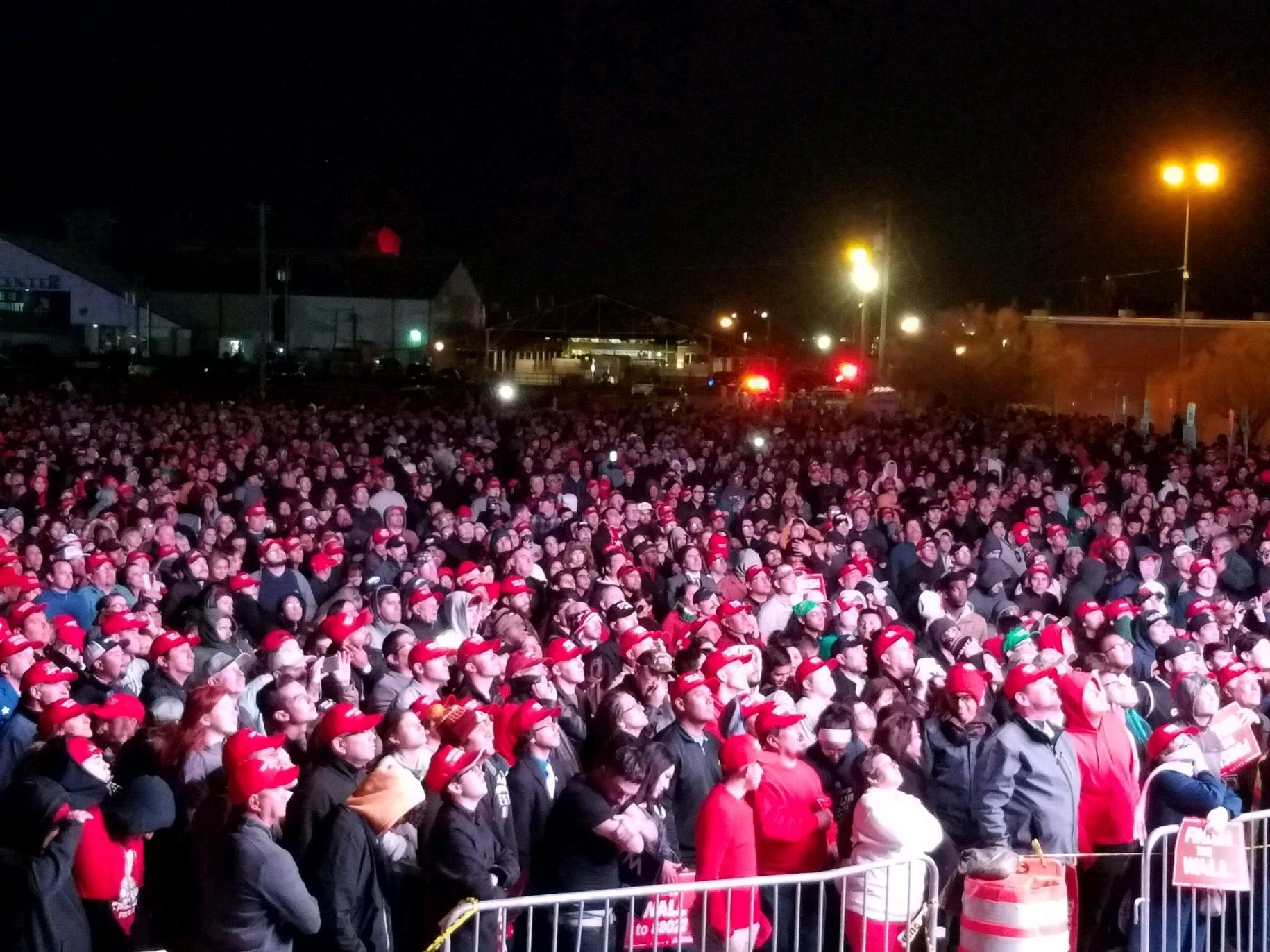 It was 45 degrees outside and this was the overflow crowd. #ElPaso @realDonaldTrump https://t.co/FipvNxp8di