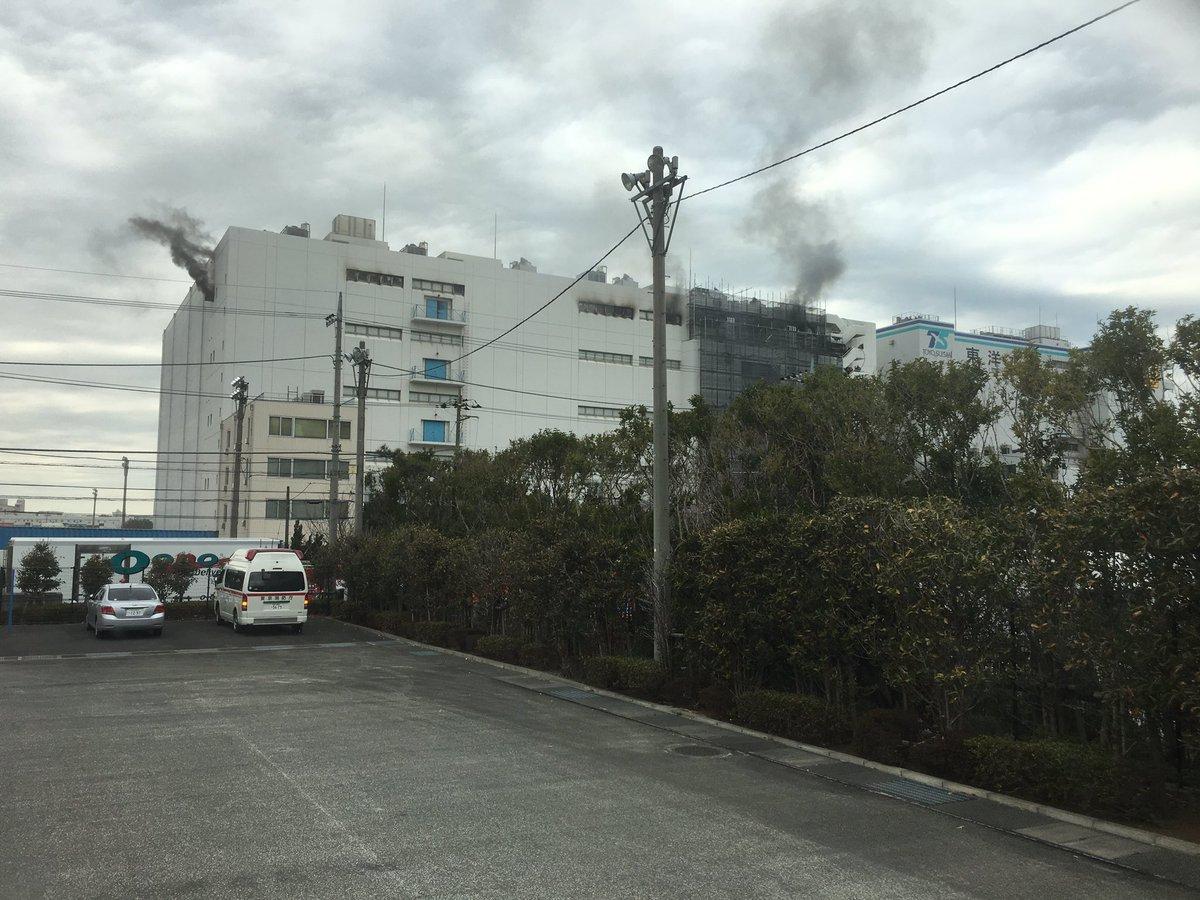 大田区城南島のマルハニチロ物流センターで火災が起きている現場画像