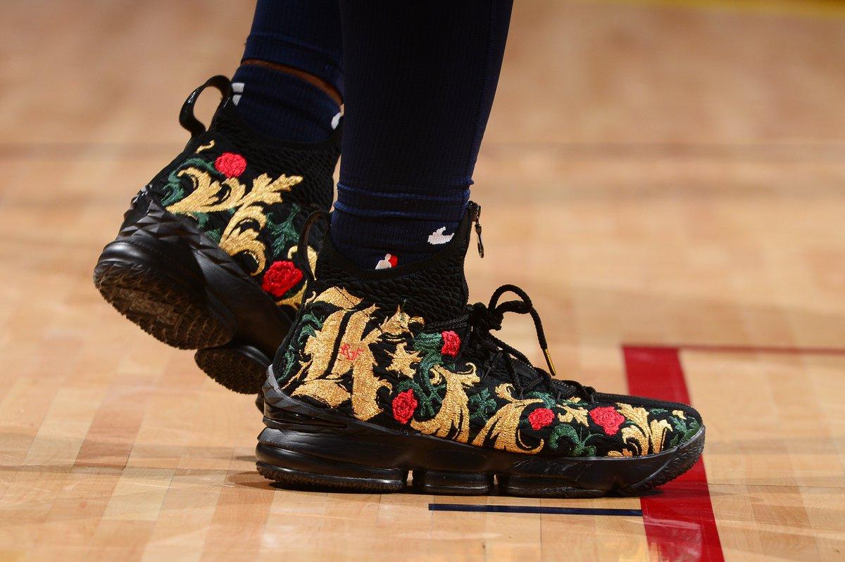 .@Mbeasy5 goes with the @KITH x Nike LeBron 15 tonight.