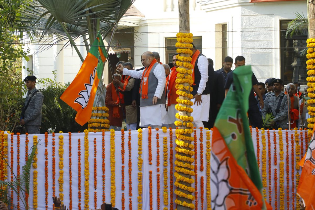 #NewsAlert -- @BJP4India President @AmitShah began the 'My Family- BJP Family' campaign by hoisting the party flag at his residence. |  #BattleOf2019