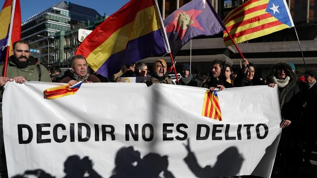 Catalan separatists trial opens in Madrid https://t.co/5dlsWGm0zH #independence #Puigdemont #Catalonia #Barcelona