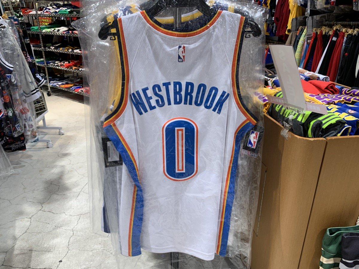 ウェストブルックがブレイザーズとの一戦いでTD! なんと10戦連続のTDとなりNBAの新記録に🌟 すごいですね(^o^)  #NBA #ThunderUp #RussellWestbrook #Jersey #TripleDoubleKing