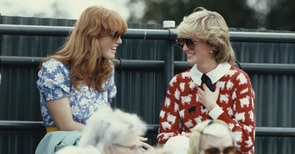 L'ex moglie del principe difende Kate e Meghan: «Le continuano a paragonare l'una all'altra, come facevano con me e Diana. Ma noi siamo sempre state molto vicine»  https://t.co/dhECfqBaca
