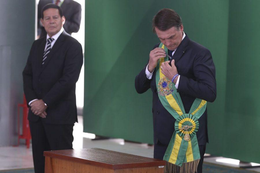 Revista Fórum's photo on Bolsonaro a Mourão
