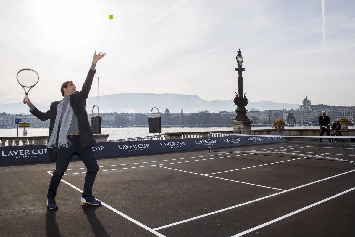 The gentleman tennis player. #Federer <br>http://pic.twitter.com/L12oa0OYQb