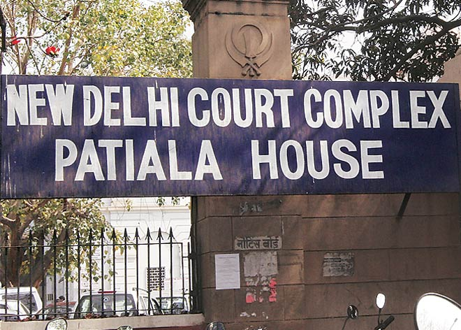 Delhi's Patiala House Court sends Rajiv Saxena, co-accused in Agusta Westland case to judicial custody till 18th February. Court also seeks Rajiv Saxena's latest medical report from AIIMS by tomorrow.