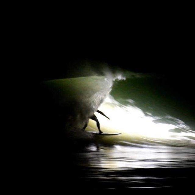 On est toujours mieux à l'ombre d'une vague - @lostintheswell  @aurel_jacob @ronan_gladu http://bit.ly/2WYlVdv