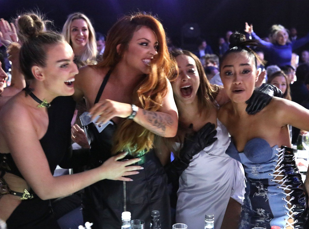 RT if you want this moment to happen again next week #Hatchi #CutestPet #iHeartAwards https://t.co/JH3fMnECTy