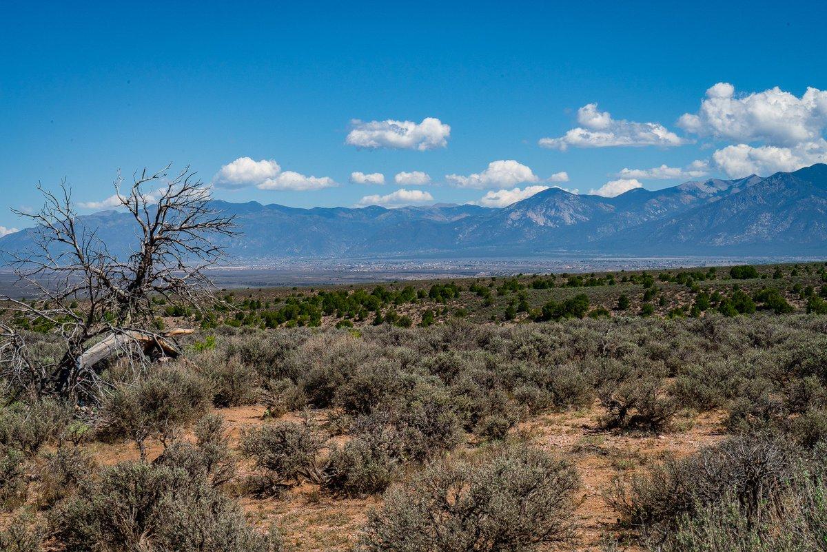 Overlooking #Taos #NewMexico & the 13,000 ft #SangreDeCristoMountains beyond #photooftheday #travelphotography #travel #travelphotos #tourism #travelgram #trover #picoftheday #instatravel #traveling #mytravelgram #travelingram #igtravel #traveler #SonyAlpha #SonyAlphaGallery