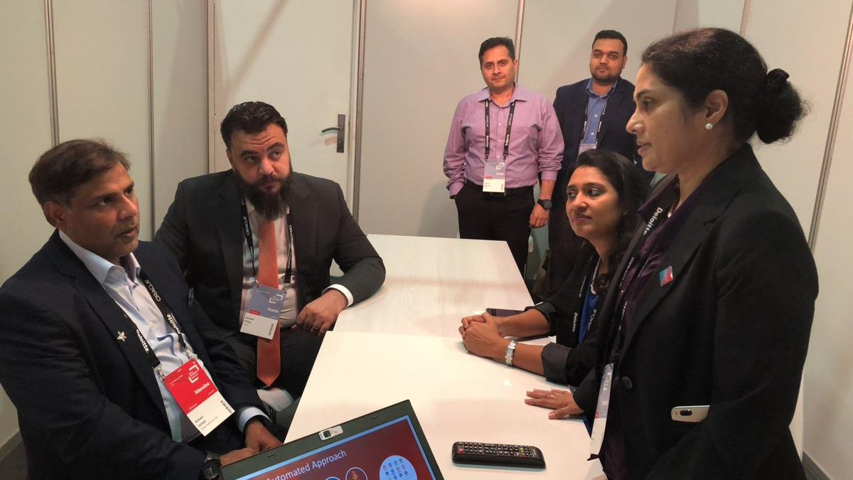 #OOWDXB Mr Adnan Ismail from Dubai Healthcare City discussing with Anitha George @OracleConsult during the SOAR session with  #OracleConsulting   #OOWDXB #OracleConsulting @Oracle_ME @oracleopenworld #cloud #ERP #OOW #soar<br>http://pic.twitter.com/zWRlQtwaug