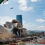 Image for the Tweet beginning: Red Bull Cliff Diving vuelve