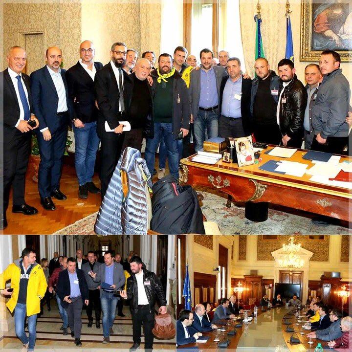 Matteo Salvini's photo on #pastorisardi