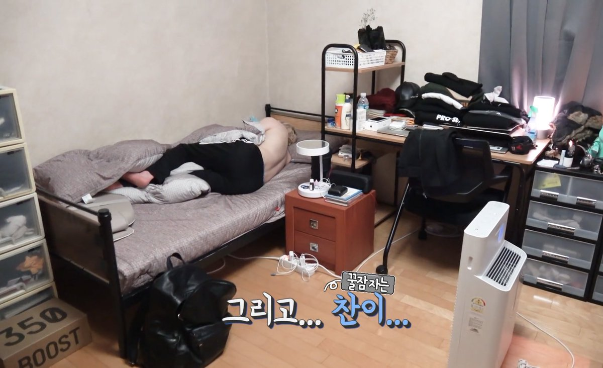 Picture of: On Twitter Okay Need To Know Who S Sleeping On The Floor Is It Jisung Room 1 Chan Changbin Room 2 Hyunjin Seungmin Jisung S Empty Bed W Clothes On