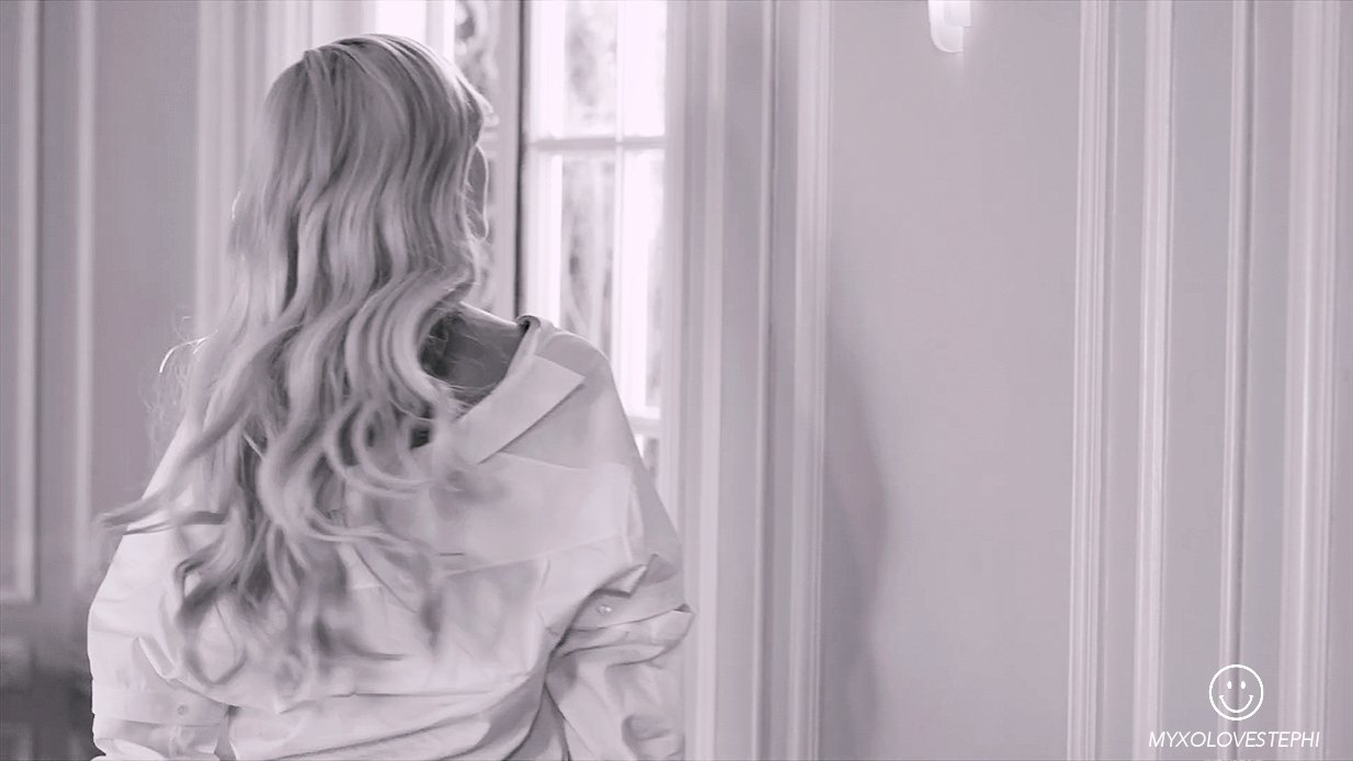This is me... TIFFANY YOUNG  #TiffanyYoung #BestSoloBreakout #iHeartAwards https://t.co/udnAGcIqTO