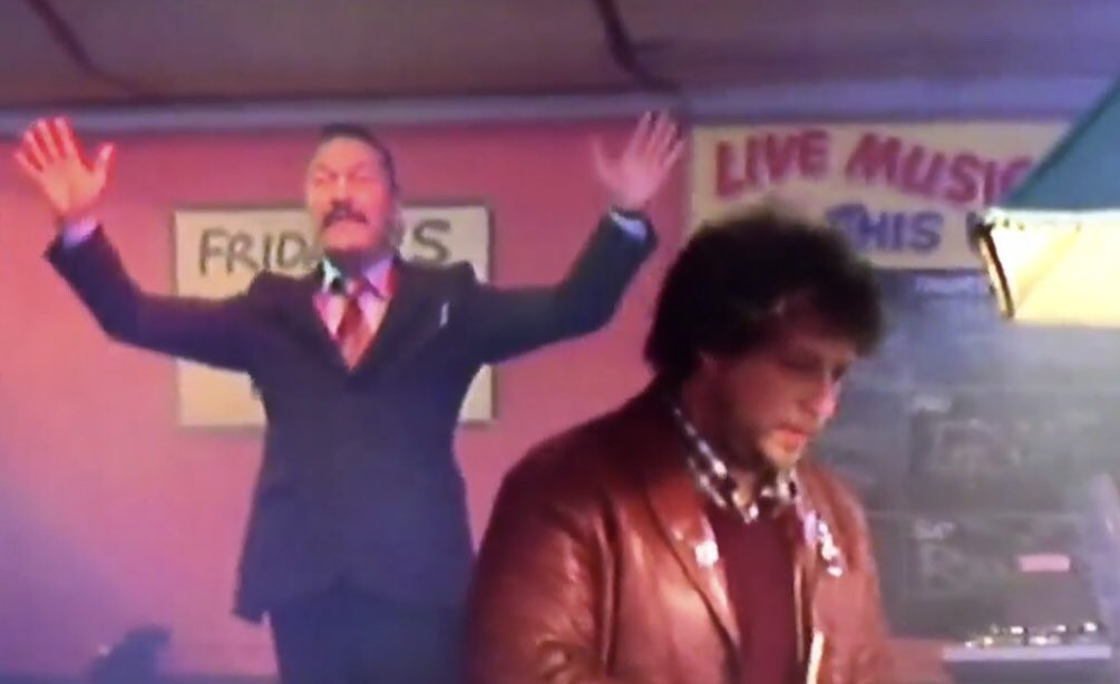 """Many actors that were in #TheProfessionals were also in #Minder   """"Maxwell Craig""""(raising hands) - Eric Kent (checking suit jacket ) """"Henry Roberts"""" (sat at the bar) &amp; """"Willie Hudson"""" (left of fruit machine) @RealGaryWebster<br>http://pic.twitter.com/VI0bixRjk8"""