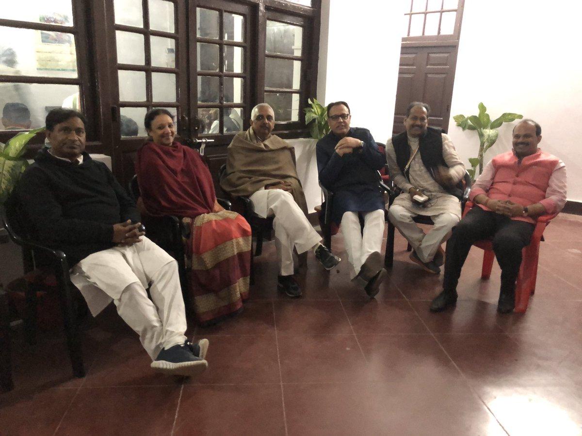 रात को दो बजे है यूपी कॉंग्रेस कमेटी मे आराम के कुछ छण लोक सभा वार कॉंग्रेस जनों से @priyankagandhi जी मुलाक़ात कर रही है और अभी तीन लोक सभा क्षेत्र से मुलाक़ात बाक़ी है