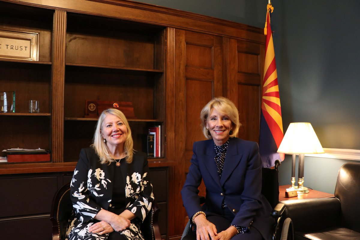 It was an honor to welcome Secretary @BetsyDeVosED to my office today. She and I had a great conversation on school choice and expanding educational opportunities for all of America's students. Thank you, Secretary DeVos, for your time! @usedgov