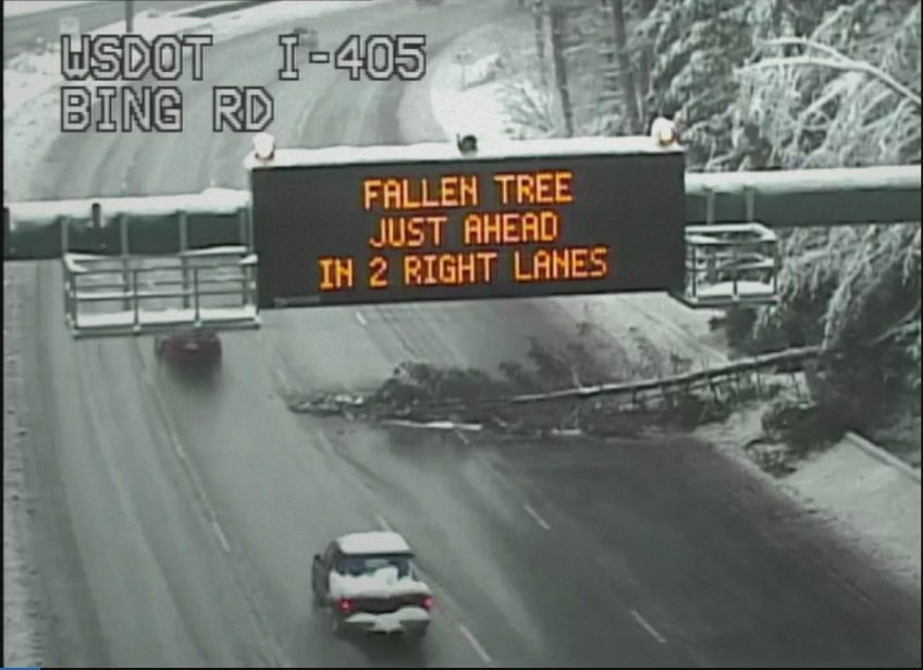 RT @DanGrohl: Thank God for that sign! 🤦‍♂️#wawx #wasnow #SnowMageddon2019 @wsdot_traffic #KOMOnews https://t.co/8YDwpP5Wp6