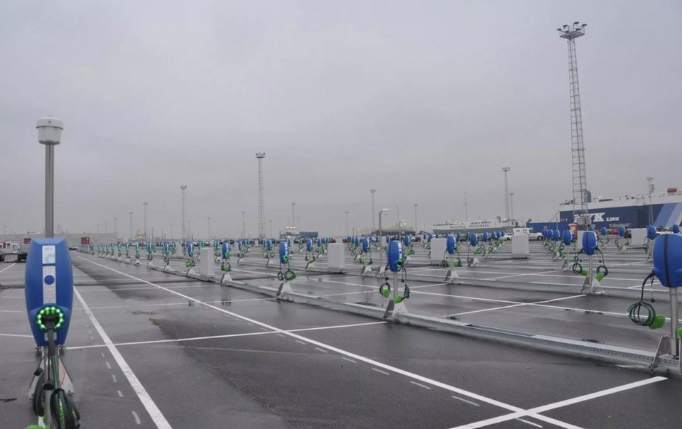 300 car chargers were installed at the port of Zeebrugge, Belgium, to charge Tesla Model 3s arriving by ship. Anyone know the biggest charging hub in the world?