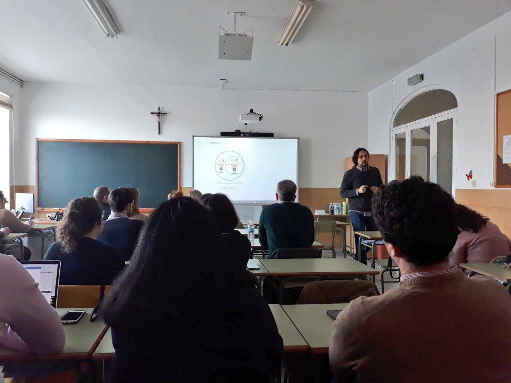 Menuda concentración tienen estos profes en nuestra formación 😉  ¡Muchas gracias por el interés y las ganas de aprender sobre #Sirabún, #RobóticaEdelvives y #LaleyendadelLegado!