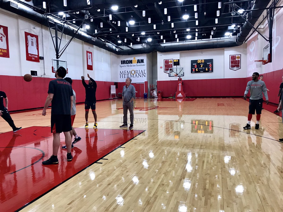 #Rockets getting a quick practice in before heading to Minnesota! #RunAsOne