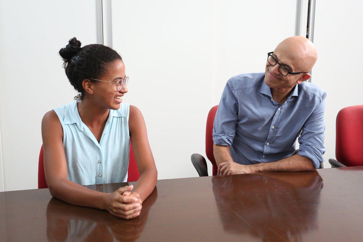 O @edulyra_jf foi eleito pela @Forbes como uma das pessoas mais jovens que estão transformando o BR por meio de sua ONG Gerando Falcões. Nosso CEO, Satya Nadella, foi até lá para conhecer todas as crianças que estão tendo suas vidas transformadas por meio da tecnologia.