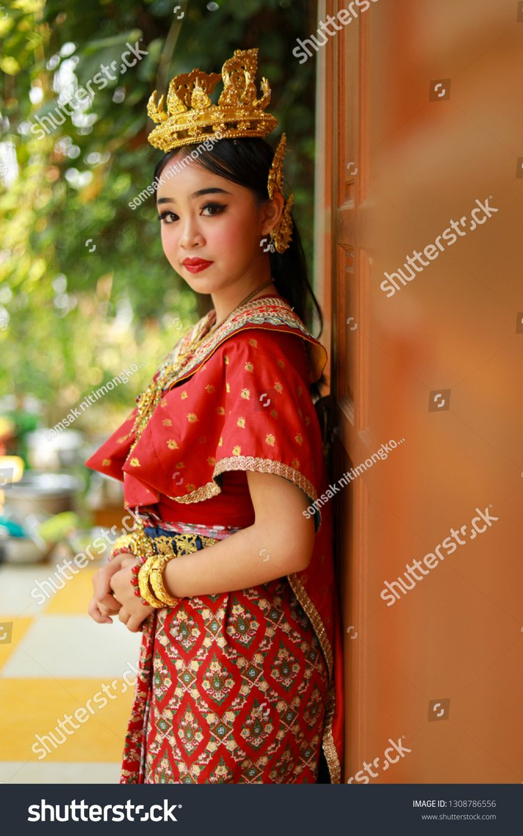 1c7971f22 #thai #traditional #dance #girls #teenage #beautiful #beauty #young #people  #female #person #woman #background #portrait #adult #prettyace #smile #gold  ...