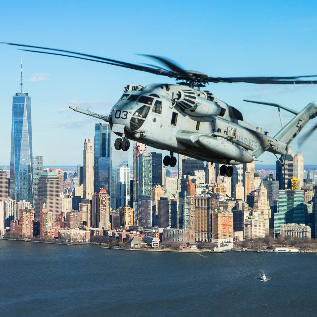 CH-53E over NYC . . . . . #Stallion #SuperStallion #CH53 #CH53 #CH53ESuperStallion #Marines #MarineCorps #USMarines #USMC #SemperFi #MilitaryPhotography #Aviation #AviationLife #Pilot #PilotLife #AviationPhotography #Air #GetToTheChopper #Badass #USA #MilitaryMachine