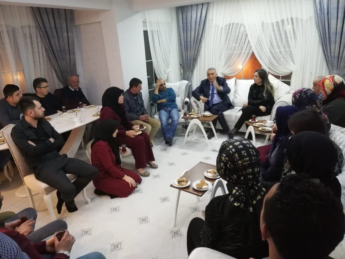 Bu akşam İsmail DEMİRAL kardeşimizin evine misafir olduk. Komşularına ve ev sahibimize ilgi ve alakalarından dolayı teşekkür ediyorum.
