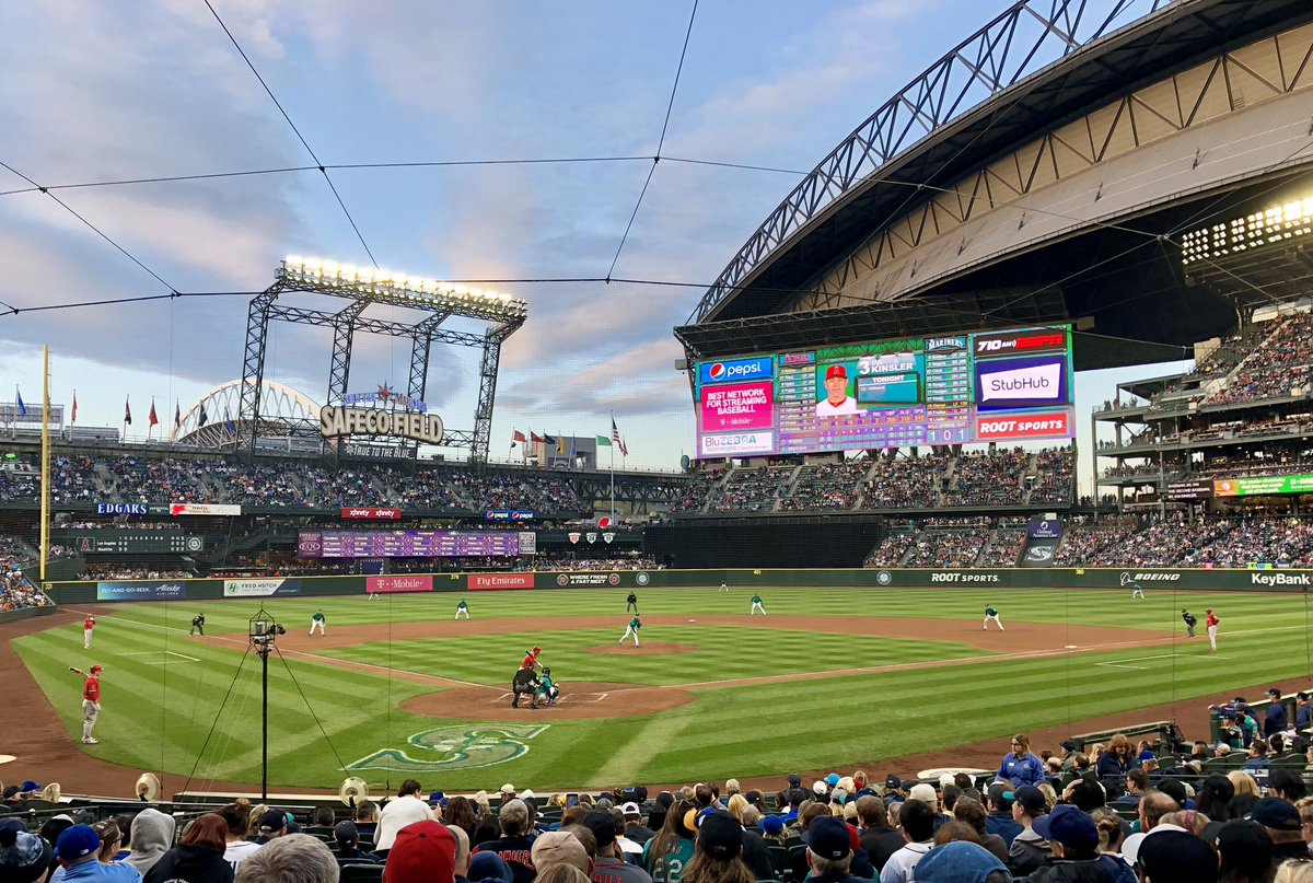 Dreaming of summer nights at the ballpark. @Mariners #seattlesnow <br>http://pic.twitter.com/NEsGLhs7Ko