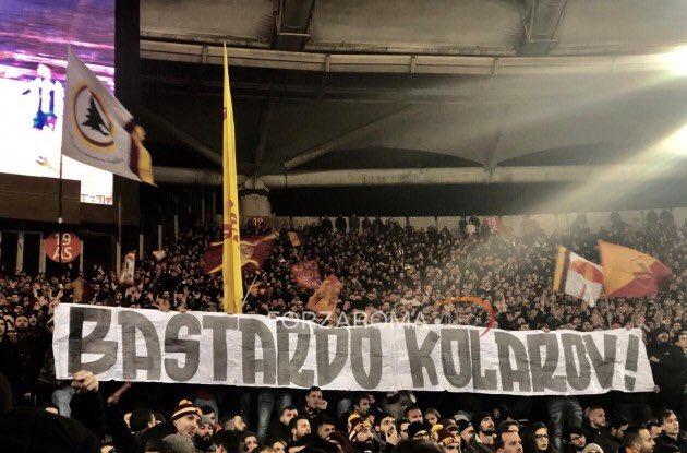 Striscione apparso qualche minuto questa sera in Curva Sud. Ora si utilizzino immagini e foto e si vieti lo stadio a questi Non tifosi. #RomaPorto  #Kolarov