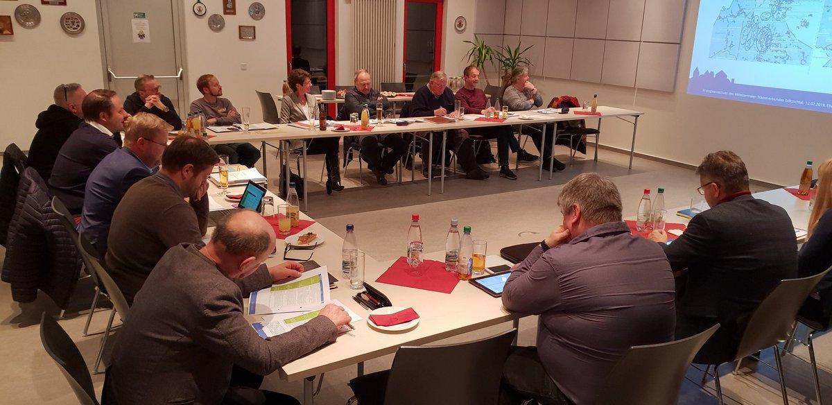 """In der ersten 2019-Sitzung des Strategieausschusses des """"Städteverbundes """"Göltzschtal haben sich die Kommunen #Rodewisch, #Auerbach, #Ellefeld und #Falkenstein unter anderem mit dem gemeinsamen Regionalentwicklungskonzept beschäftigt.  #MZStV #Göltzschtal  https://m.facebook.com/story.php?story_fbid=2596687117025122&id=498402573520264…"""